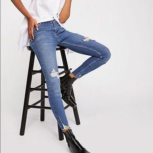 Free People high rise distressed skinny jean 25